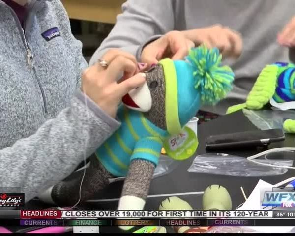 Roanoke college students make toys for children_44006249-159532