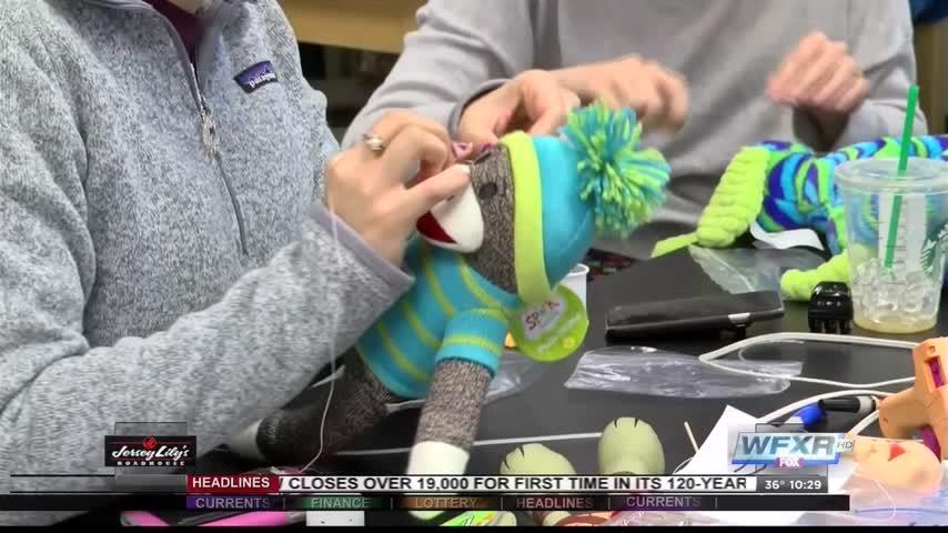 Roanoke college students make toys for children_44006249-159532