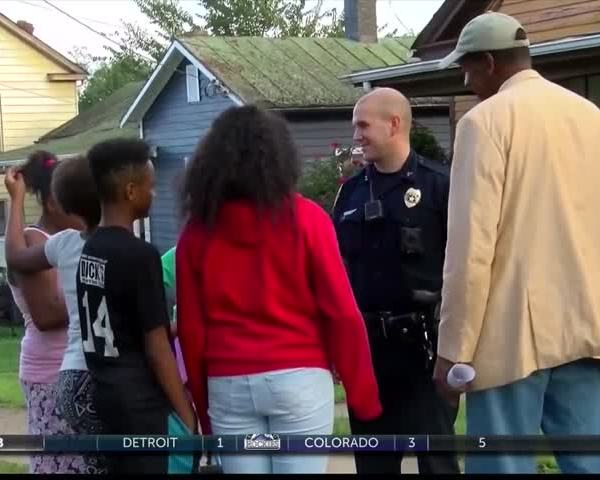 Lynchburg police go door-to-door with religious leaders_44359986