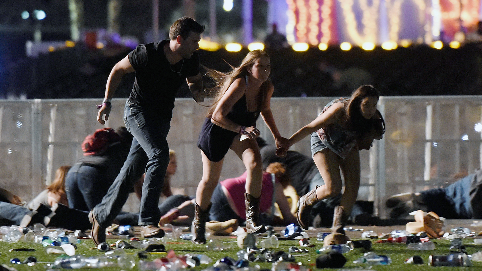 Las Vegas Mass Shooting running for cover-159532.jpg03884020