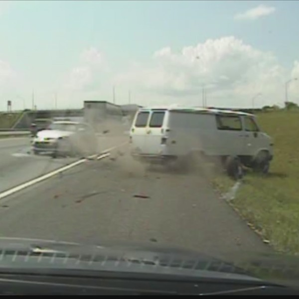 A_crash_caught_on_camera__the_driver_now_0_20180713024904