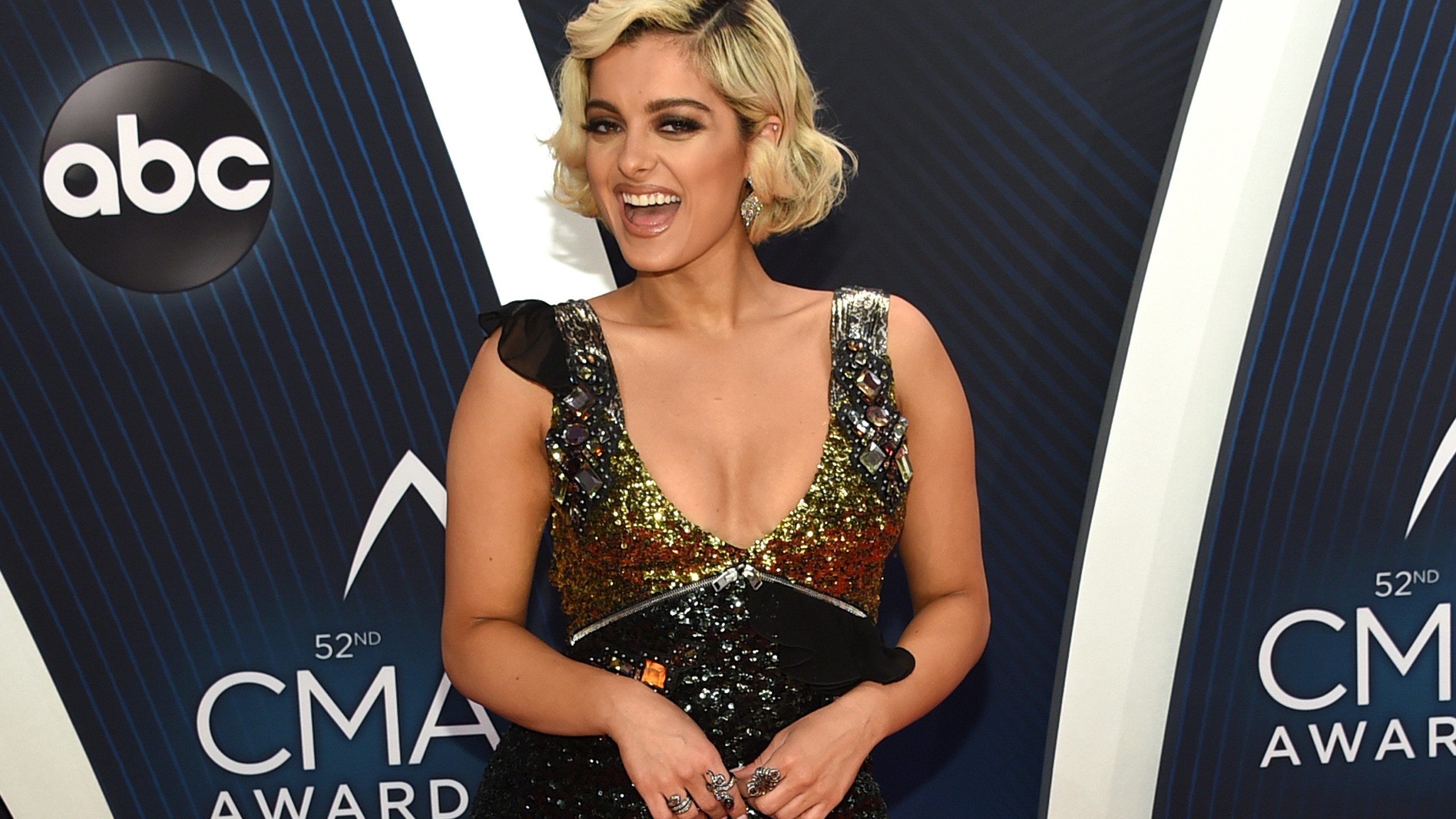 52nd_Annual_CMA_Awards_-_Arrivals_16918-159532-159532.jpg07623000