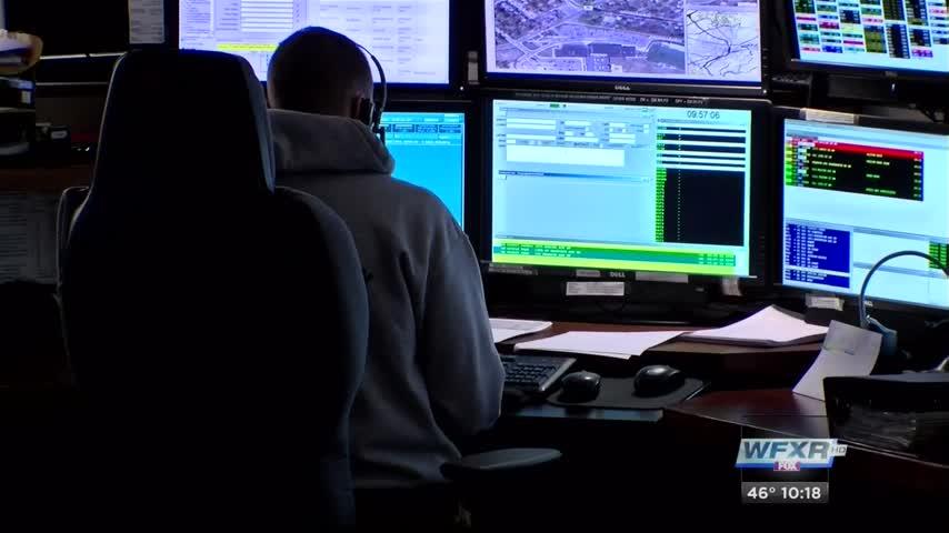 Inside look at Roanoke County 911 center_72331097-159532