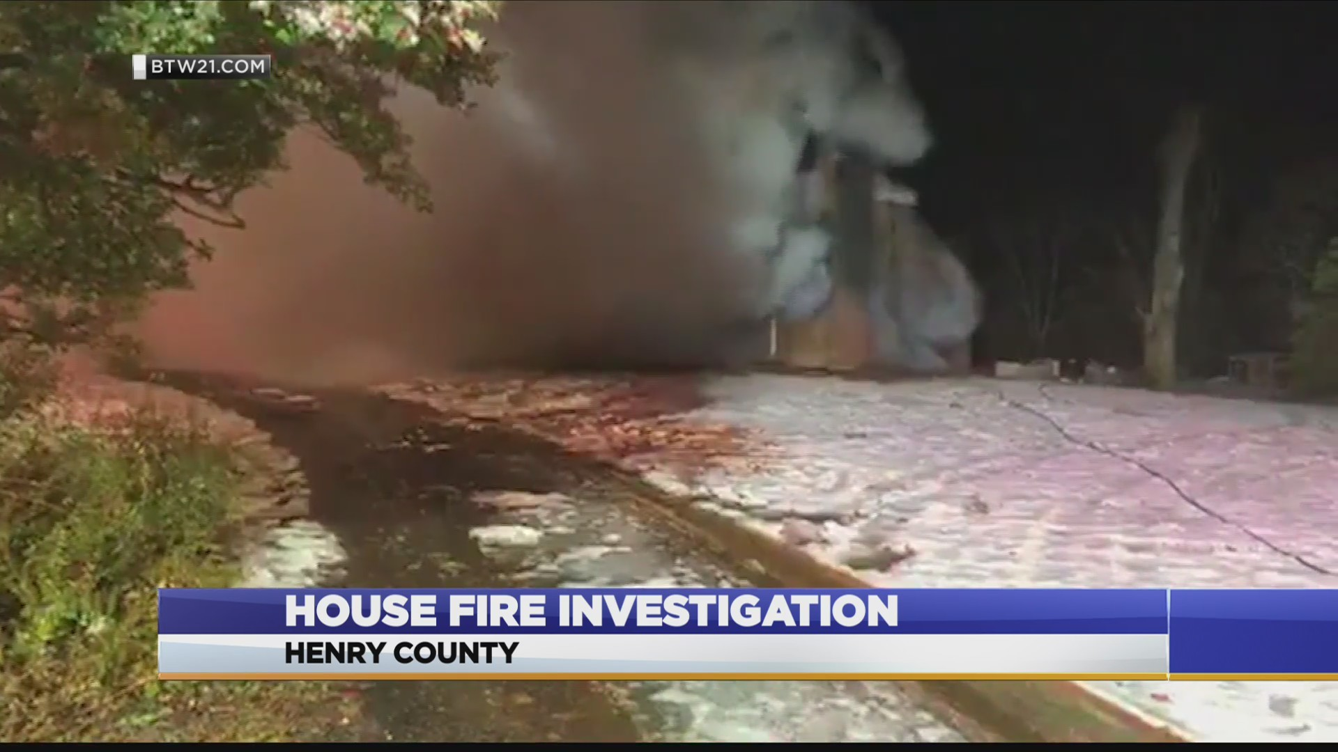 Fire crews battle house fire in Henry County