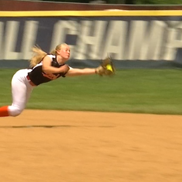 HIGHLIGHT: Megan Grant's Diving Catch