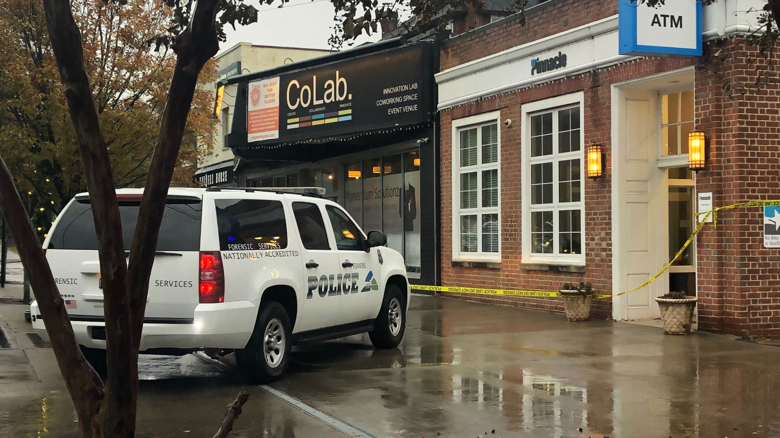 The Pinnacle Bank in the 1300 block of Grandin Road Southwest was robbed Monday afternoon, Nov. 18. (Photo: Breana Albizu/WFXR News)