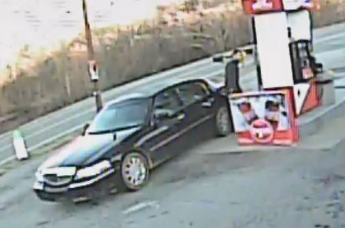 This is the Lincoln Town Car Michael Brown may be driving. (Photo: Courtesy Franklin County Sheriff's Office)
