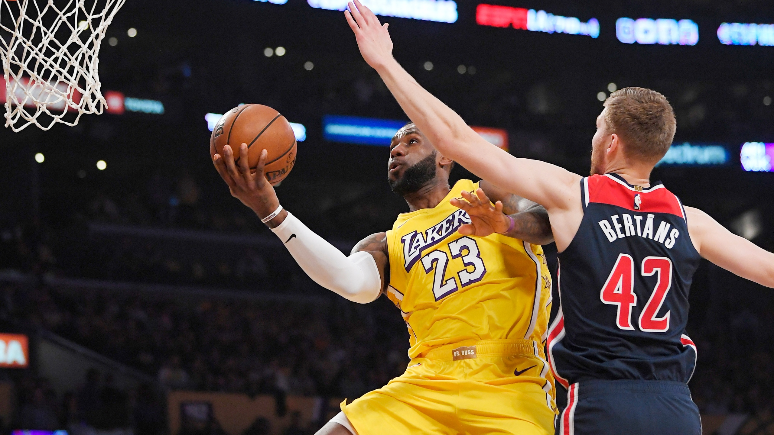 Lakers Romp To 10th Straight Victory 125 103 Over Wizards
