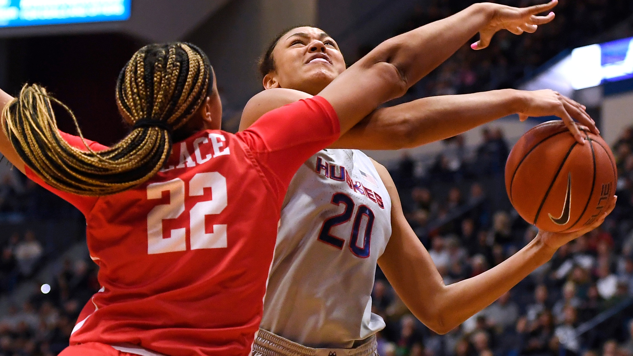 Top Ranked Uconn Bounces Back From Loss Routs Houston 91 51