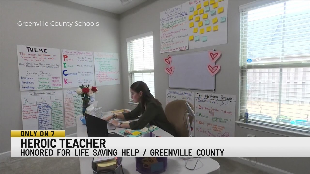 South Carolina teacher receives award after helping student call 911 over unresponsive mom