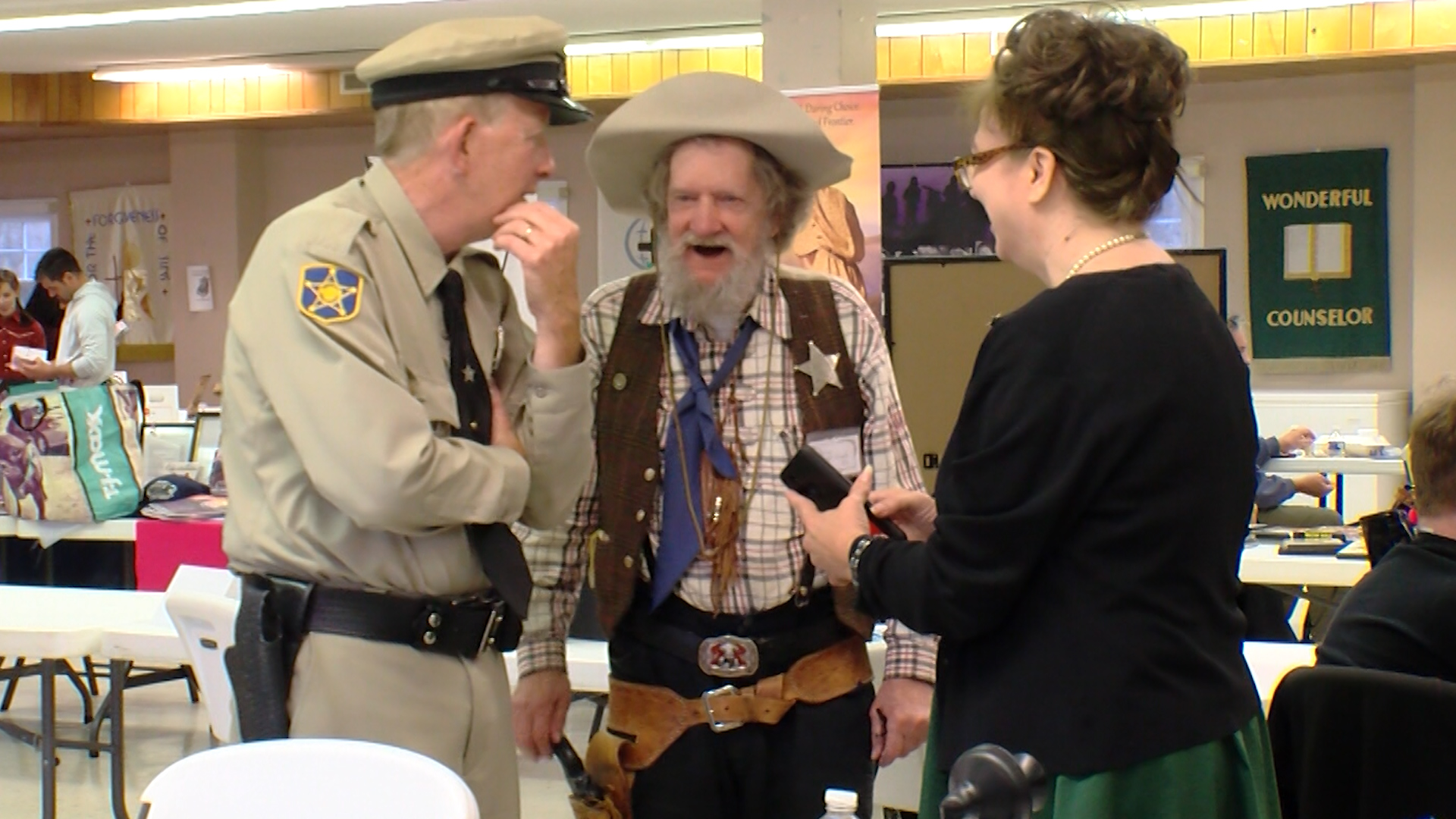 Fans and celebrities interact at the Happy Trails media convention